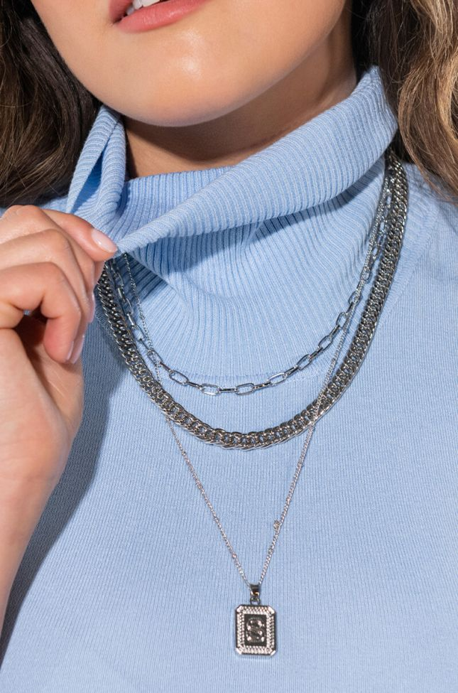 A LAYERED NECKLACE SET