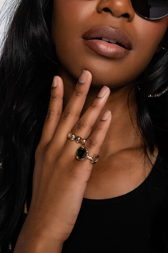 Front View Anwd Ring Set in Green