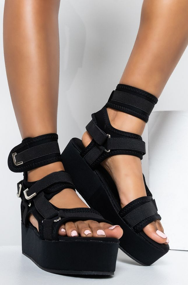 Front View Azalea Wang Back To You Flatform Sandal In Black in Black