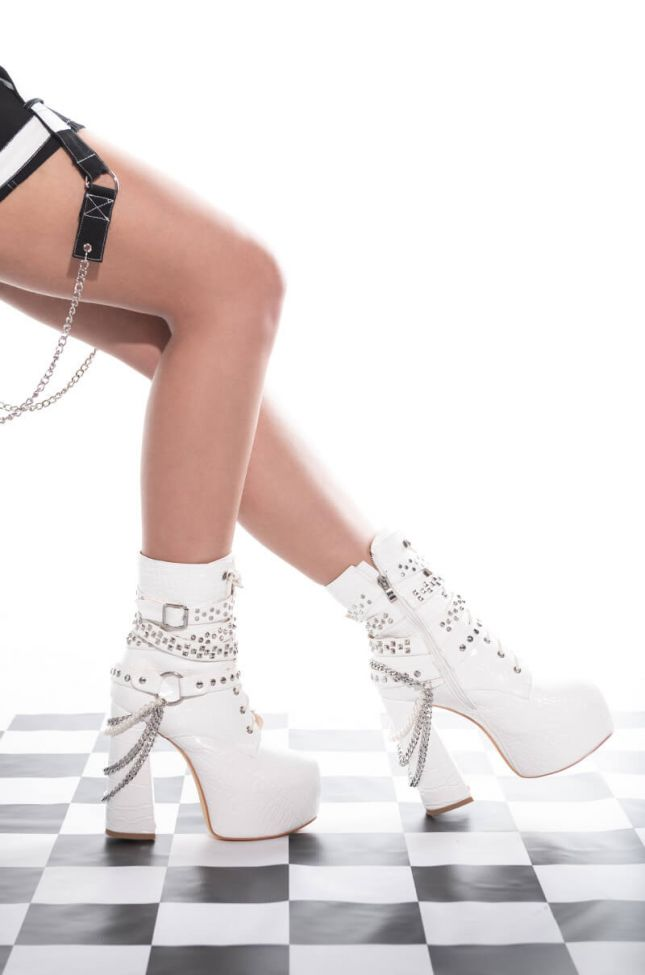 Front View Azalea Wang Bad Dream Chunky Bootie In White