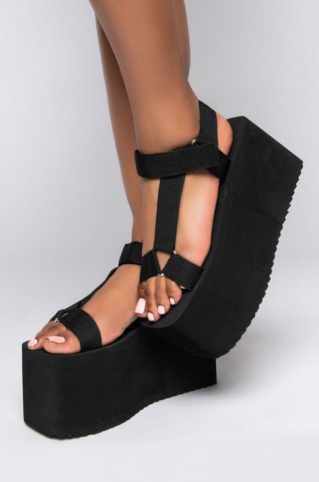 Side View Azalea Wang Dont Stop Now Flatform Sandal In Black in Black