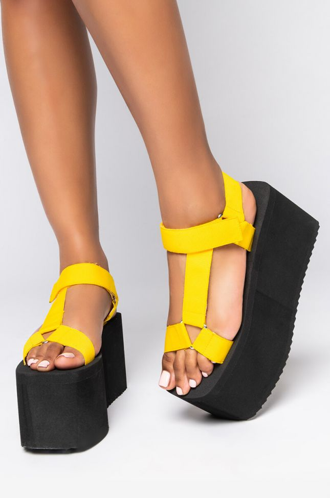 Front View Azalea Wang Dont Stop Now Flatform Sandal In Yellow in Yellow