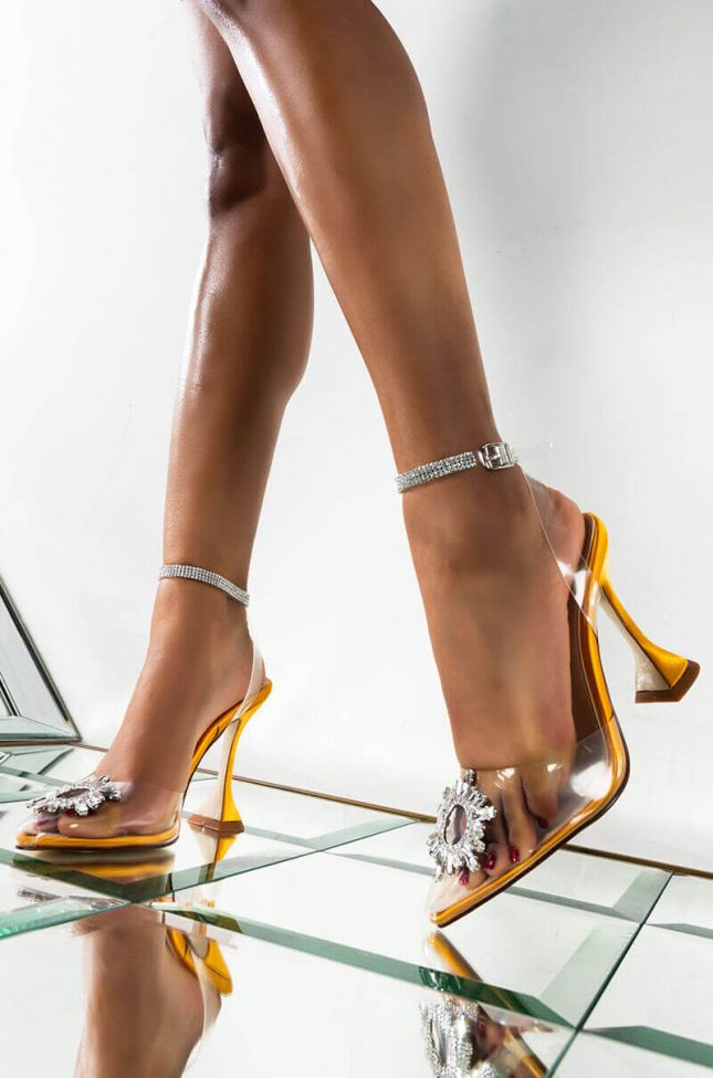 Front View Azalea Wang Focus On This Stiletto Pump In Gold in Gold