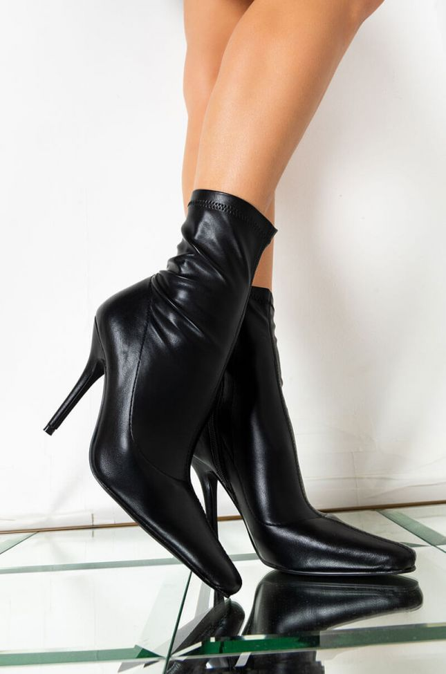 AZALEA WANG GET YOUR FACTS STRAIGHT STILETTO BOOTIE IN BLACK
