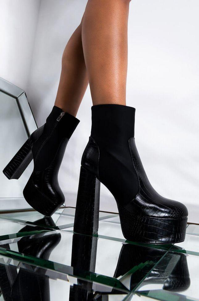 Front View Azalea Wang Just Stuntin Chunky Heel Bootie In Black in Black