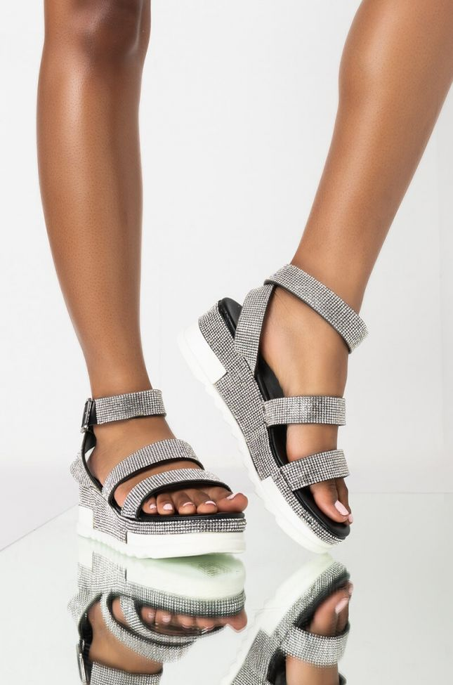 Front View Azalea Wang Let You Know Youre Mine Flatform Sandal In Black in Black