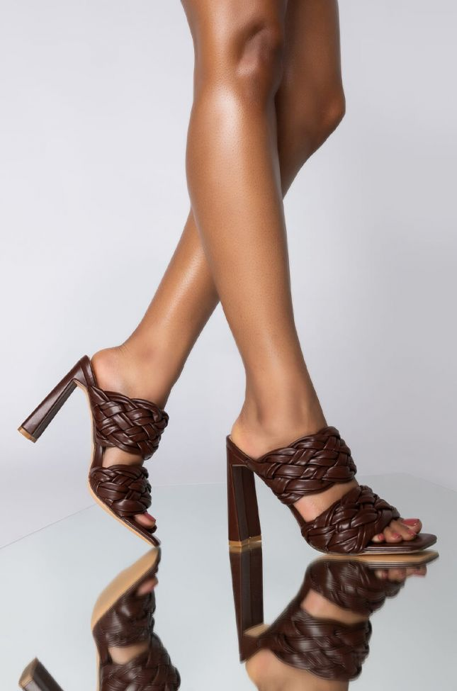 Front View Azalea Wang Lets Slow It Down Chunky Sandal In Chocolate in Brown