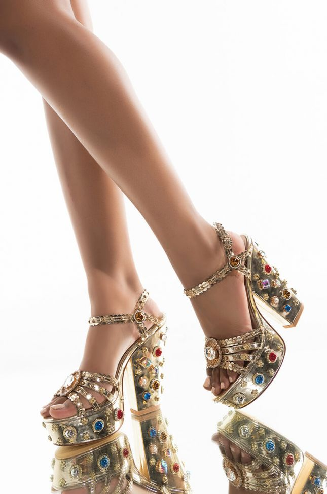 Front View Azalea Wang Lets Switch It Up Chunky Sandal In Gold