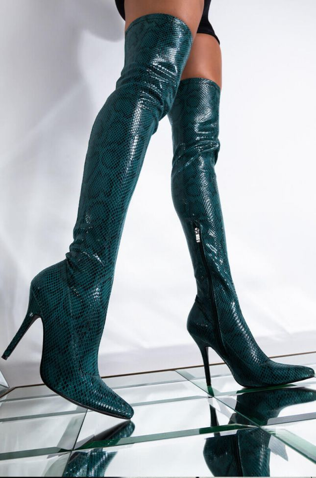 Front View Azalea Wang Like Her Sushi From Japan Stiletto Boot In Green in Green