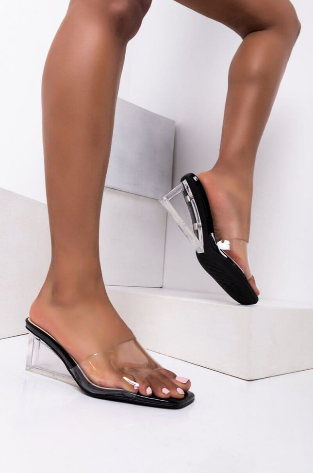Front View Azalea Wang Love At First Sight Wedged Heel Sandal In Black in Black