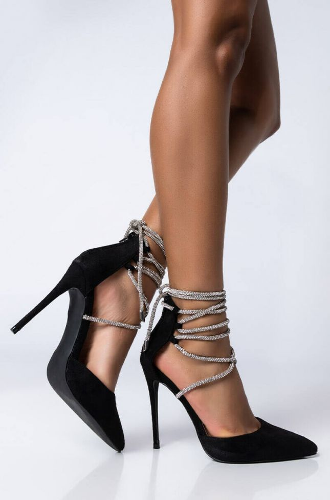 Front View Azalea Wang Love The Chase Stiletto Pump In Black in Black