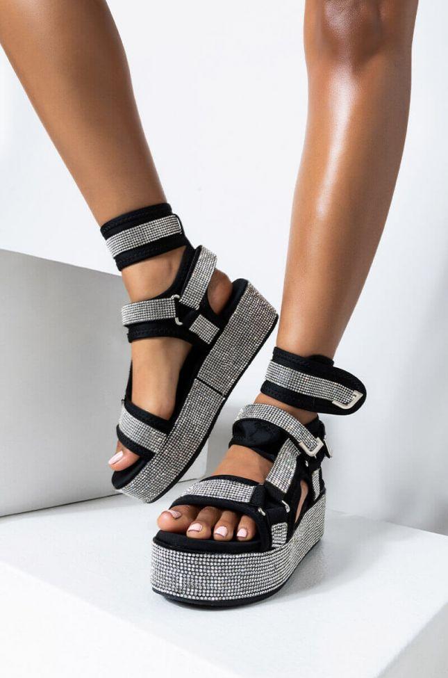 Front View Azalea Wang Made For Walkin Flatform Sandal In Black in Black