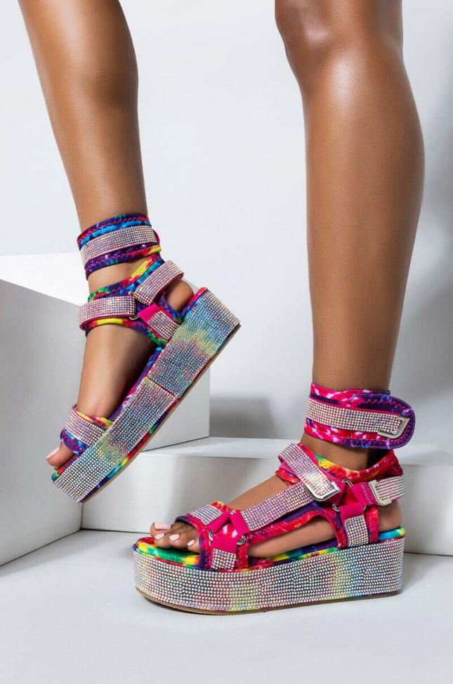 Front View Azalea Wang Made For Walkin Flatform Sandal In Tiedye in Tie Dye