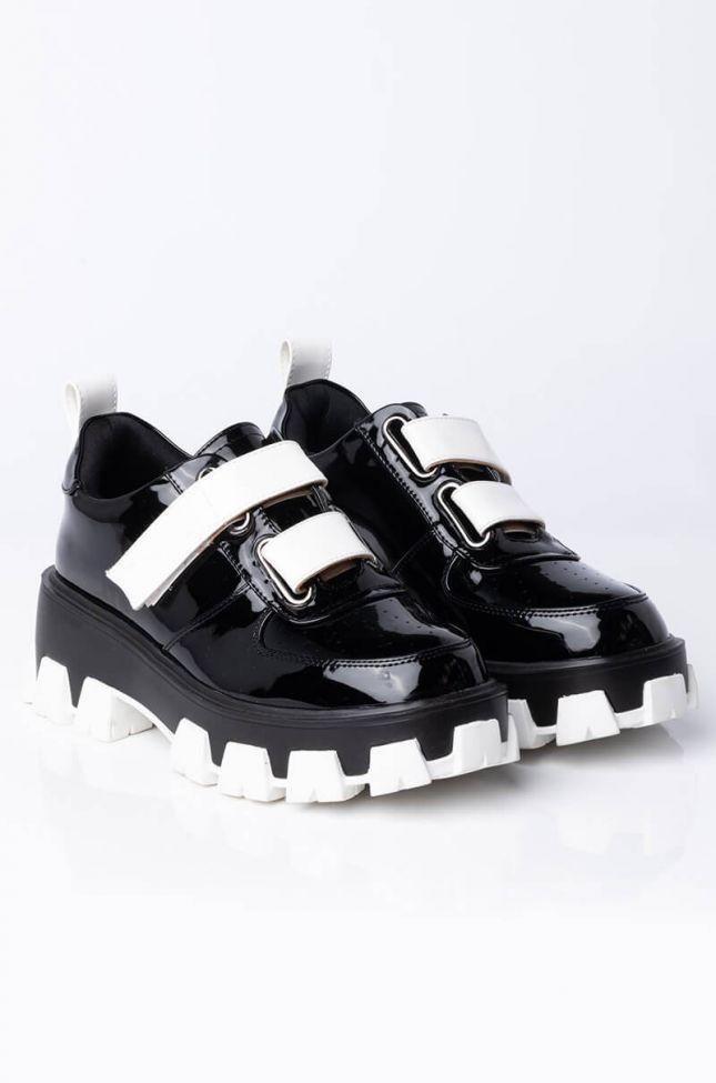 Back View Azalea Wang On My Own Flatform Sneaker In Black in Black