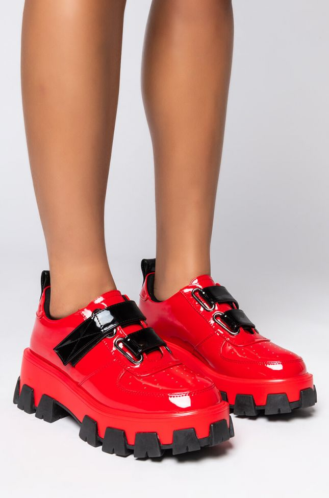 Front View Azalea Wang On My Own Flatform Sneaker In Red in Red