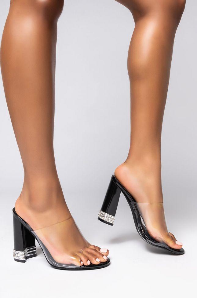 Front View Azalea Wang Rich Girl Chunky Sandal In Black in Black