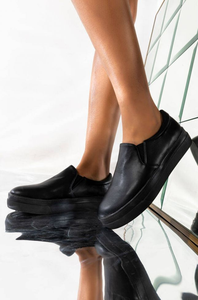 Front View Azalea Wang Say No More Flat Sneaker In Black Pu in Black Pu