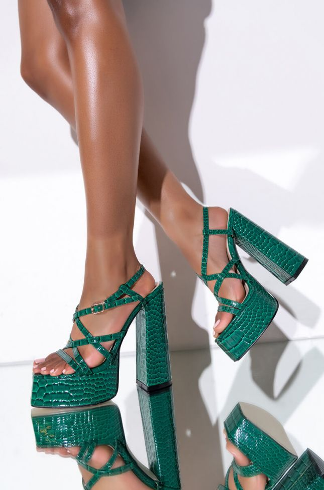 Front View Azalea Wang Take Me Out Chunky Sandal In Green Croc in Green Croc