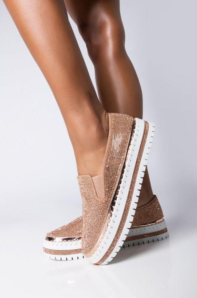 Front View Azalea Wang Vibez Flatform Sneaker In Rose Gold in Rose Gold