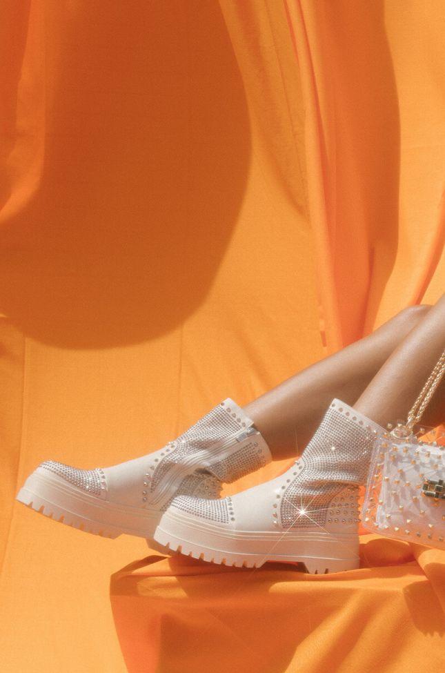 Front View Azalea Wang Weekend Mode Flatform Boot In Bone