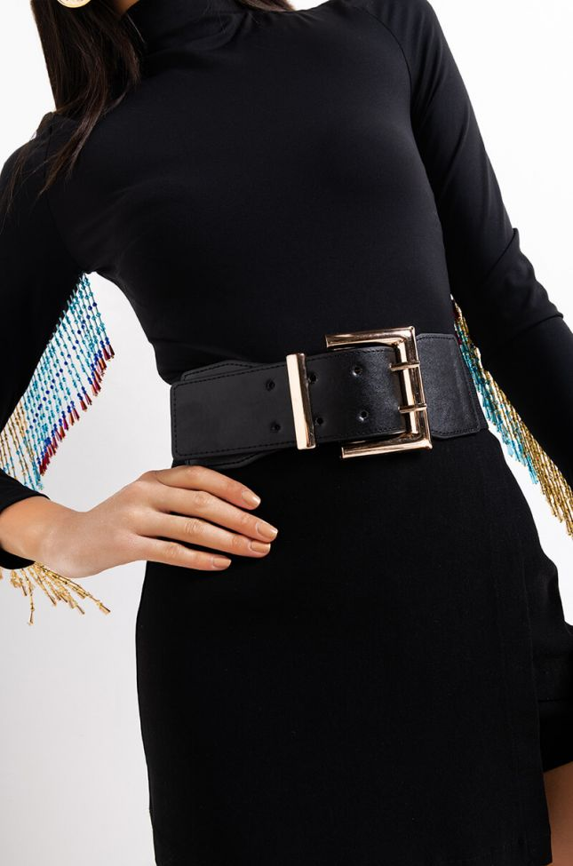 Front View Buck Off Stretch Belt in Black Gold