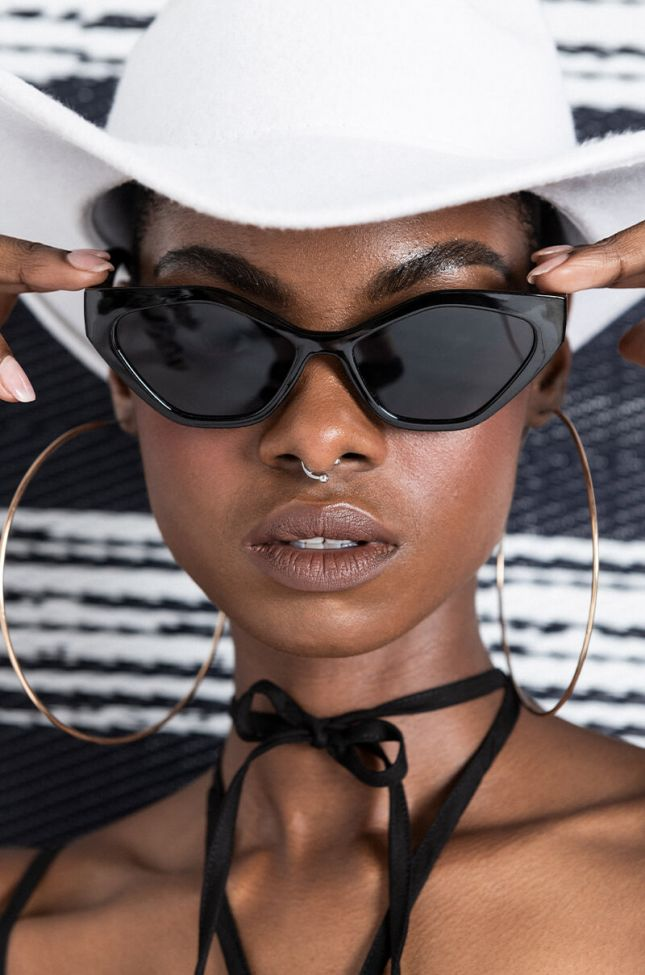 Front View Cigarette Daydreams Cat Eye Sunglasses in Black