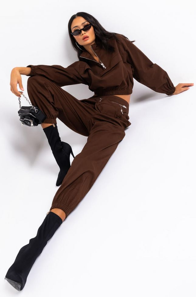 Full View Classic Touch Long Sleeve Front Half Zip Sweatshirt in Brown