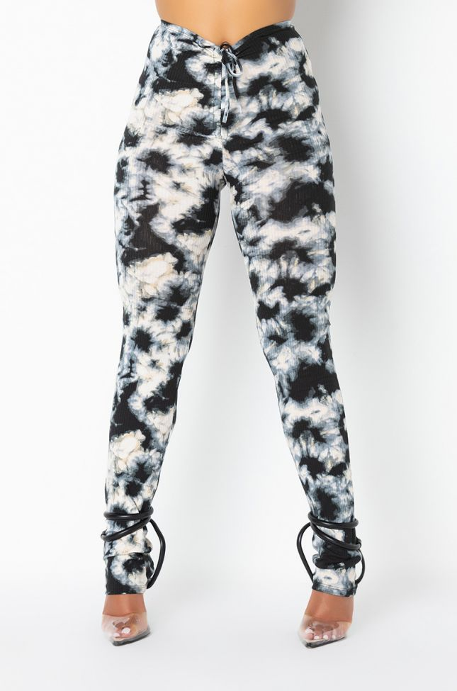 Front View Cloud Nine Cinch Front Legging in White Multi