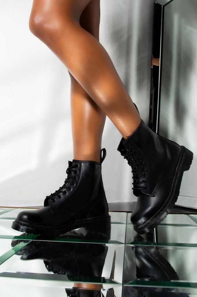 DR. MARTENS 1460 MONO SMOOTH BOOT IN BLACK