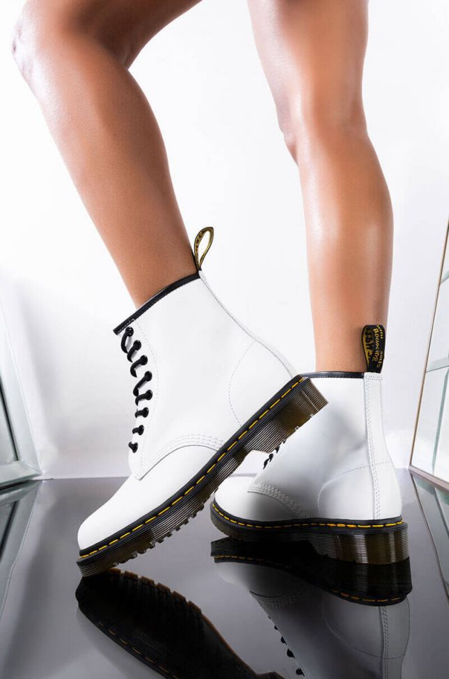DR. MARTENS 1460 SMOOTH WHITE BOOTIES