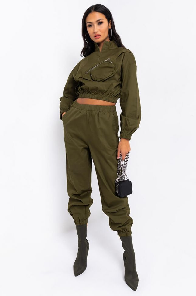 Full View Feeling Right Casual Joggers in Olive