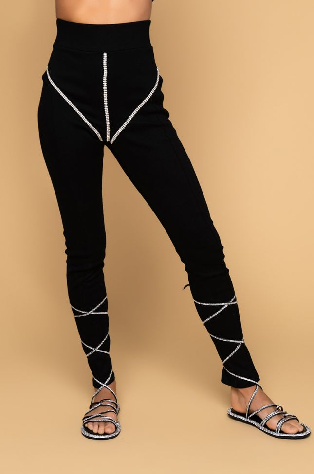 Front View From The Top Skinny Joggers in Black