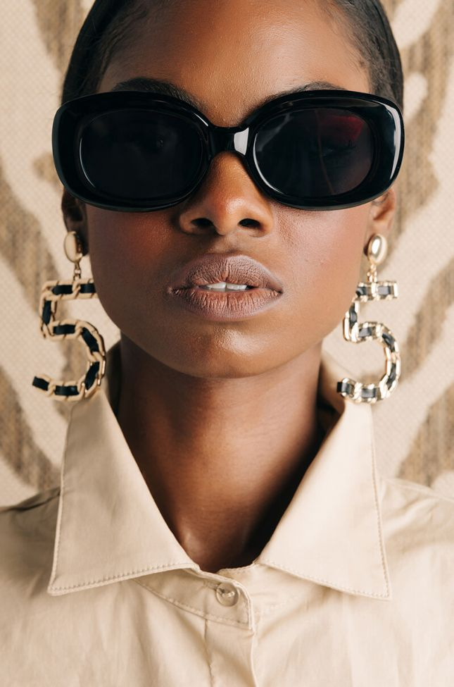Front View Good Days Chain Link Rectangle Sunnies in Black Gold