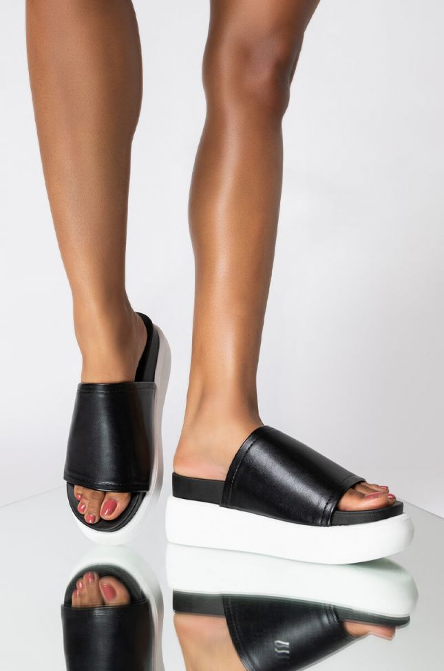 Front View Hold Tight Platform Sandal in Black