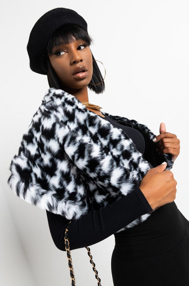 Front View Houndstooth Faux Fur Rectangle Scarf in Black White