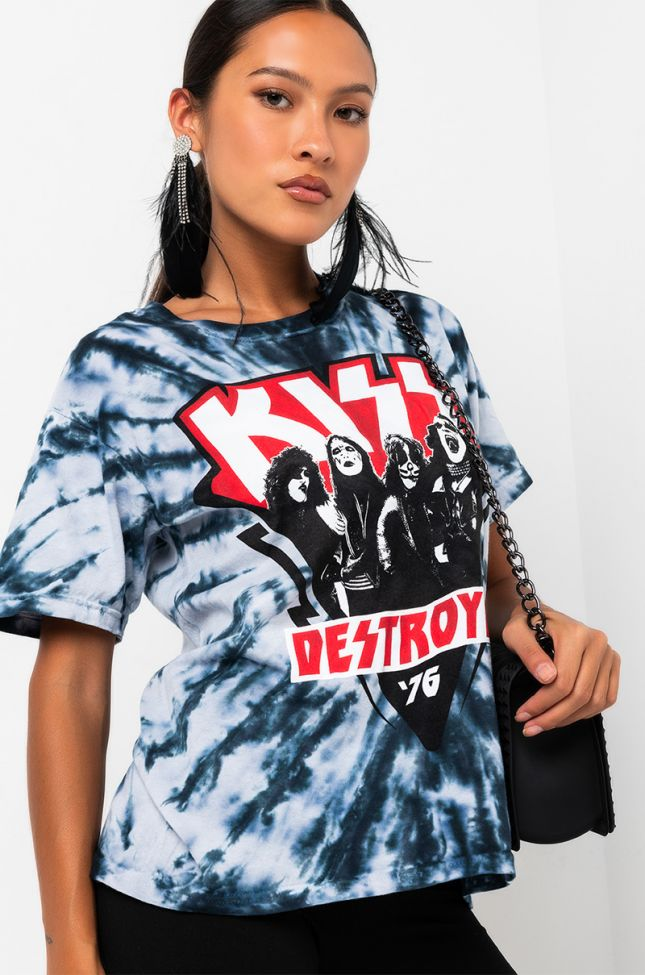 Front View Kiss Graphic T-shirt in Black Multi
