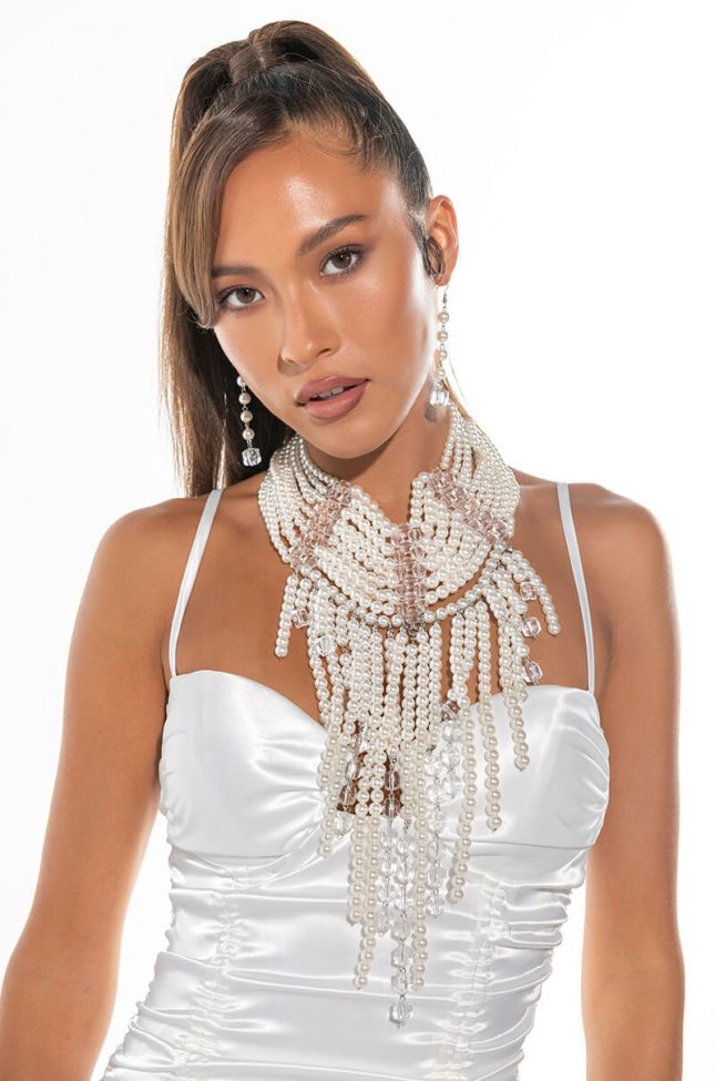 LOOK AT ME NOW STATEMENT PEARL NECKLACE