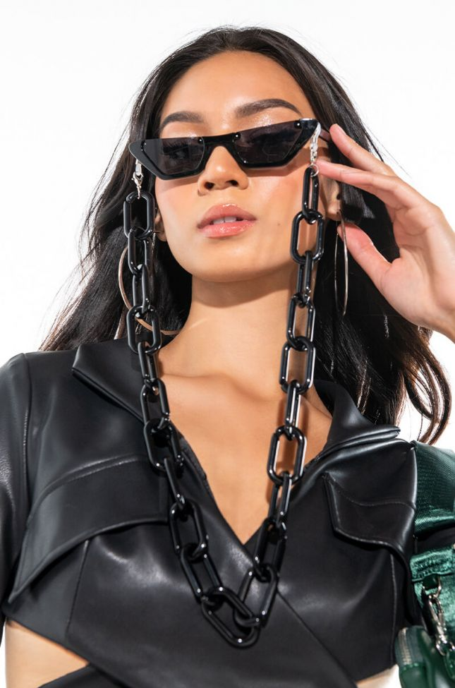 Side View Mask Sunglasses Link Chain