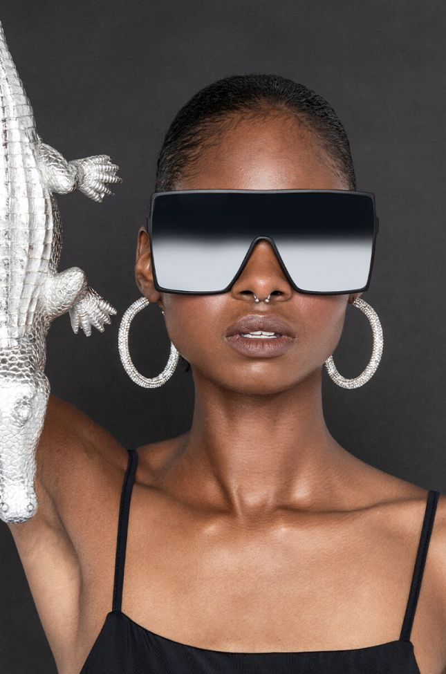 Front View Mirror Mirror Oversized Sunglasses in Black