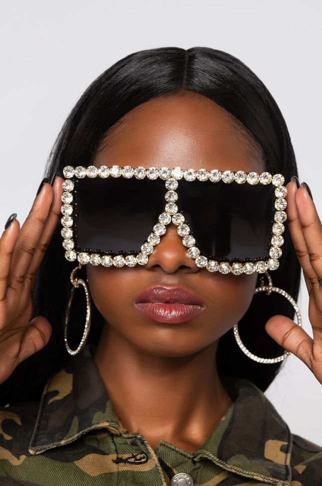Front View On The Rocks Sunglasses in Black Gold