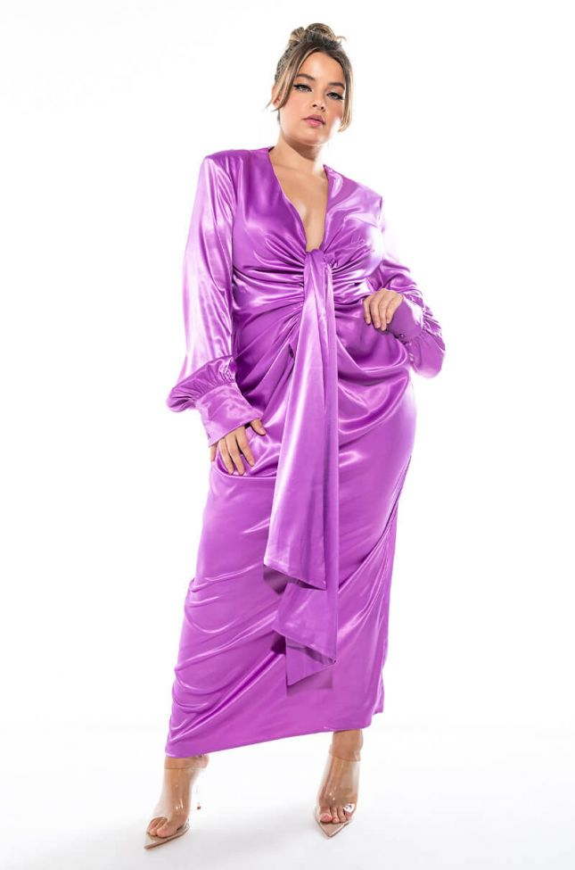 PLUS LOOKS ON GLOW LOW V NECK MAXI DRESS