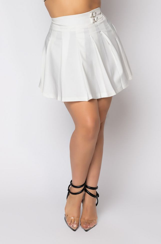 Front View Plus Size Harbor Pleated Mini Skirt in White