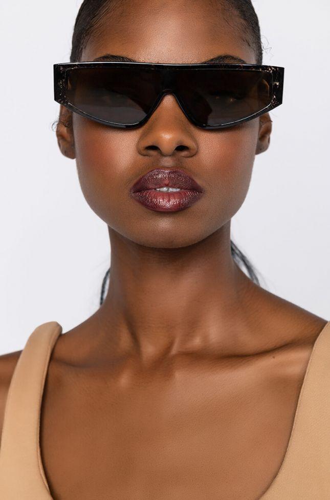 Front View Sneaky Peek Trend Sunglasses in Brown