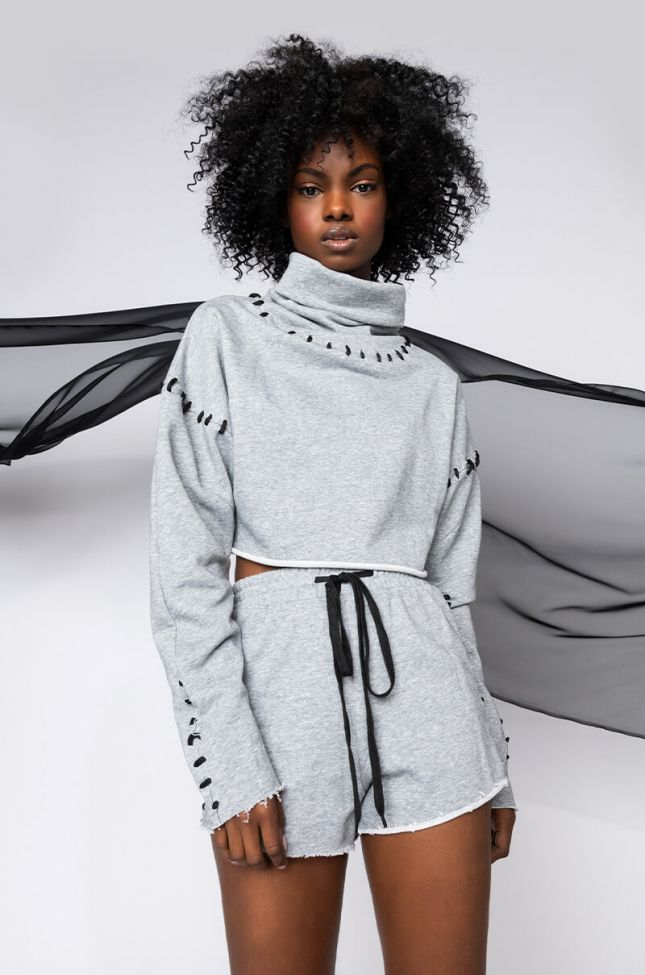 Front View Stitches Detail Cropped Sweatshirt in Heather Grey