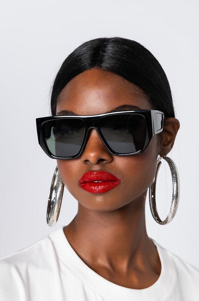 Side View Sunglasses At Night Classic Shades in Black