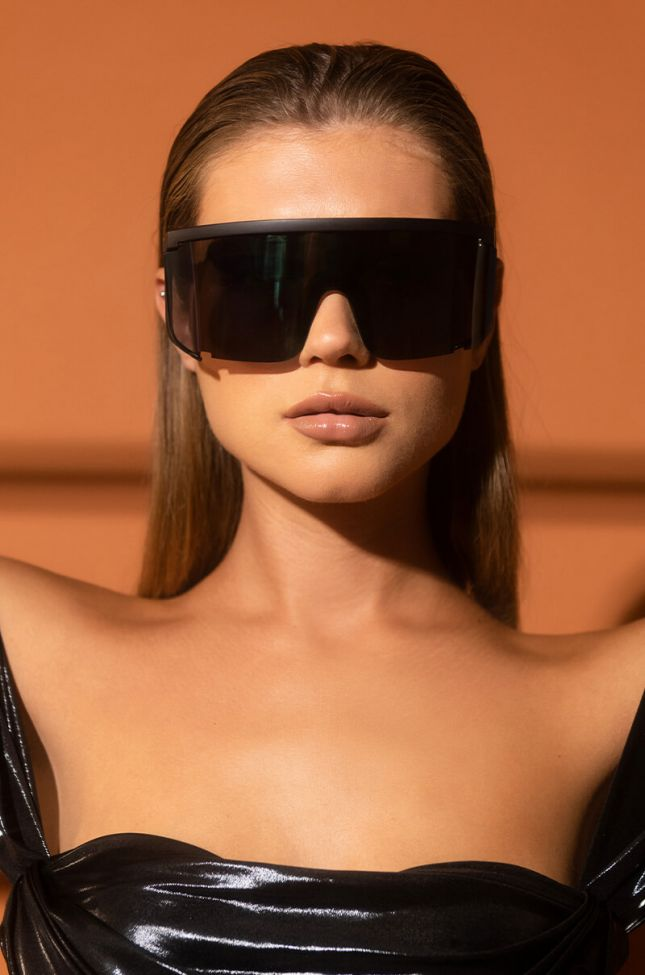 Front View Supa Lonely Oversized Sunnies in Black Ab
