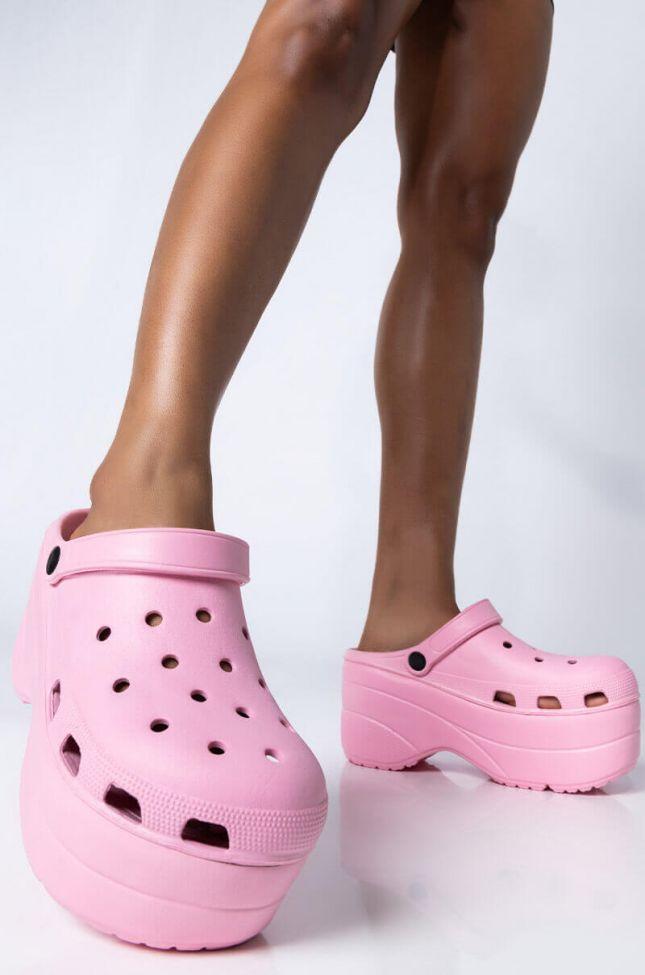 Front View Sweet Like Sugar Flatform Sandal In Baby Pink in Pink