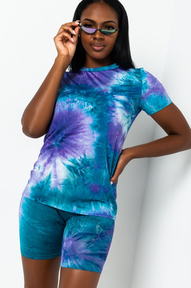 Front View Tie Dye Fever Short Sleeve Knit Top in Blue Multi