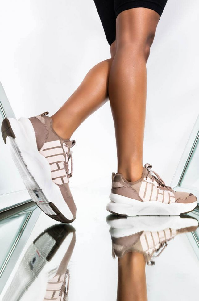 Front View Ugg Womens La Daze Sneaker In Caribou/ Marganite in Caribou Morganite