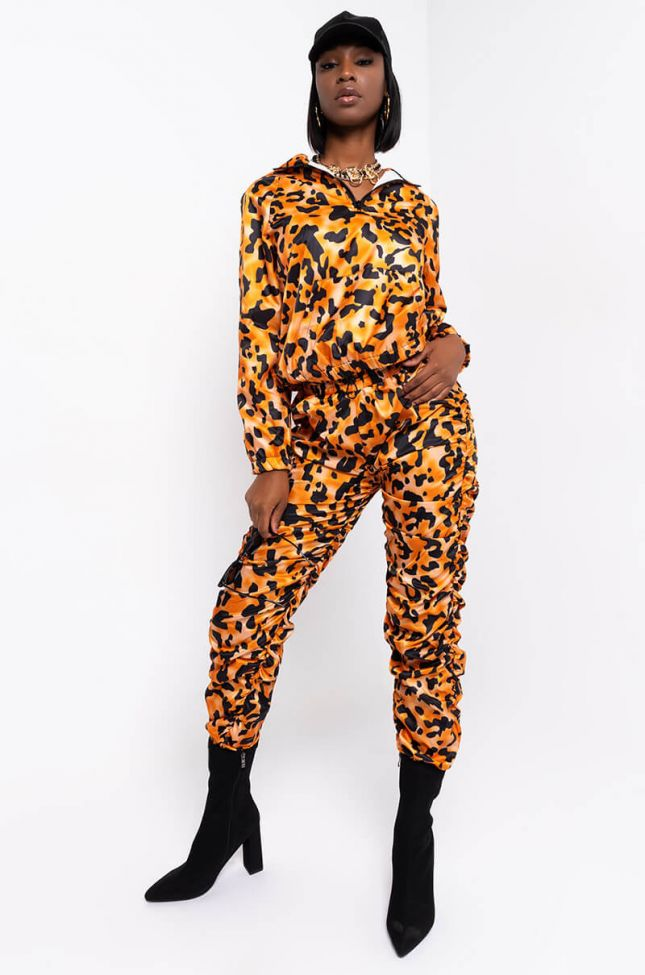 Full View Unstoppable Joggers in Orange Multi